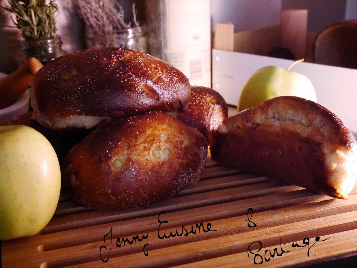 Pains au lait à la farine complète, fourrés à la compote de pomme